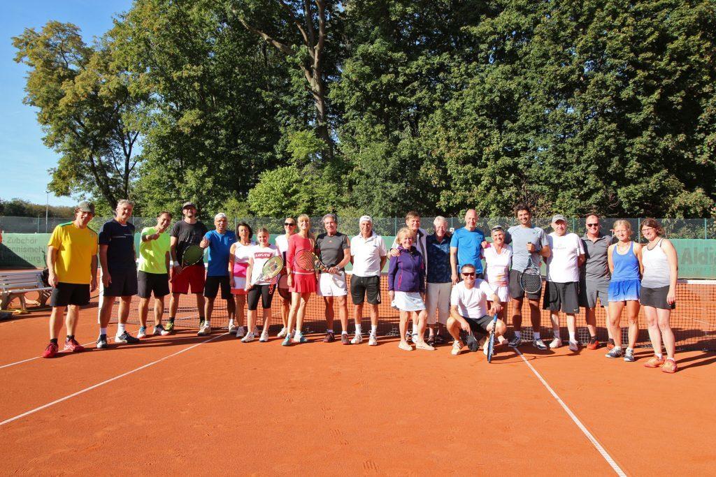Gruppenfoto der Tennisabteilung des TPSK